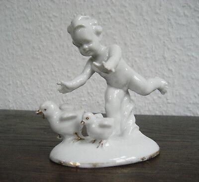 Carl Scheidig Gräfenthal Porzellanfigur Junge mit Hühnern aus Nachlass