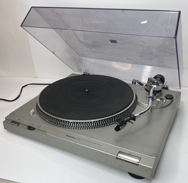 Vintage Technics SL-D2 Direct Drive Automatic Turntable System Record Player