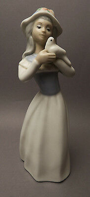 Sculpture Porcelain Tengra Girl with Pigeon Made in Spain Mong.