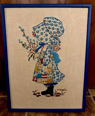 HOLLY HOBBIE 1979 VINTAGE EMBROIDERED WALL HANGING IN FRAME *BEAUTIFUL*