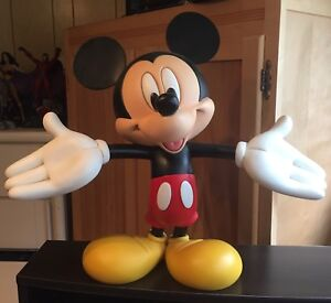 MICKEY MOUSE SOLID HUGE STATUE