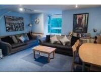 Spacious 3 bed flat to let in a private gated development next to Clapham Junction, pool and parking