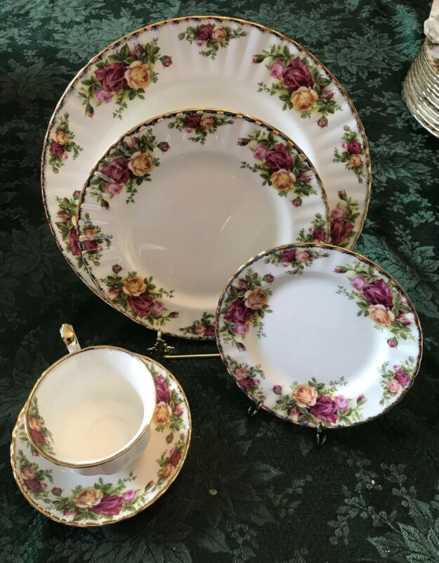 Royal Albert Old Country Roses-4, 5-Pc Place Settings 20 Pc England 1962