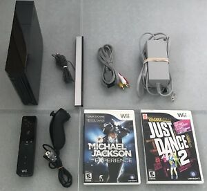 Black Wii _ With All Cords, Controller, Nunchuk & 2 Games