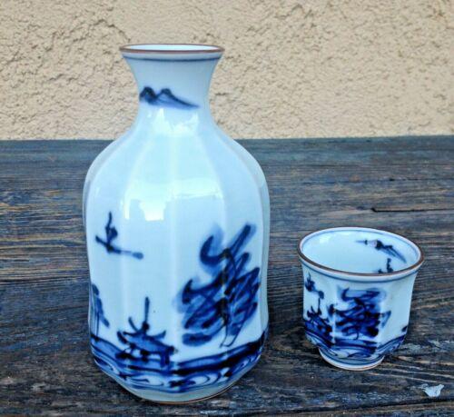 COBALT BLUE& WHITE ANTIQUE JAPAN HAND PAINTED PORCELAIN SAKE /SAKI BOTTLE & CUP