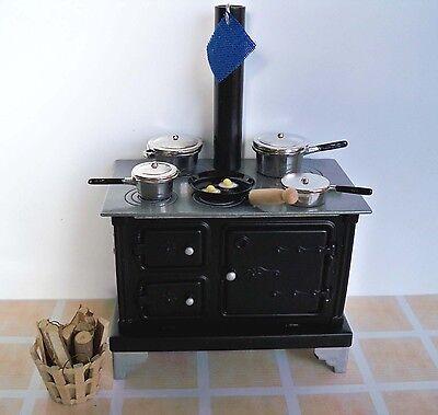 1:12 Metall Küchenherd-Töpfe-Bratpfanne-Korb mit Feuerholz (06)