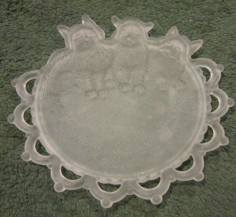 """Antique camphor glass fancy edged 7"""" plates with dimensional cats / kittens EC"""
