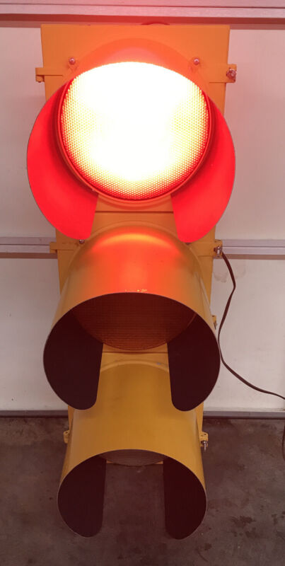 "Eagle TRAFFIC SIGNAL Light Red Yellow Green 41"" Aluminum With Sequencer"