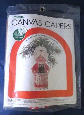 Canvas Capers Mrs. Claus Plastic Canvas Kit For Tree, Table, Mantel, or Wreath