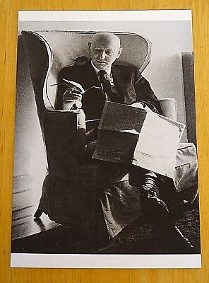 PENGUIN MODERN CLASSIC WRITERS ~ ISSAC BASHEVIS SINGER ~ PRINTED POSTCARD ~ NEW