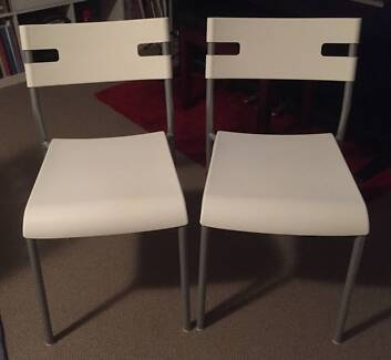 6 X WHITE & GREY INDOOR OR OUTDOOR CHAIRS FOR SALE (NEW)