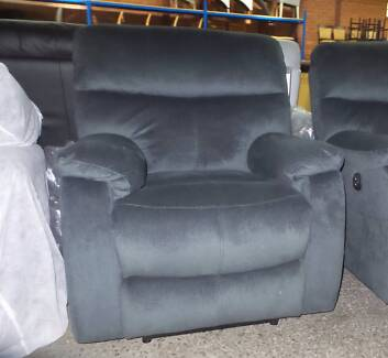3 SEATER AND 2 SINGLES 4 POWER RECLINERS IN GREY DIAMOND FABRIC