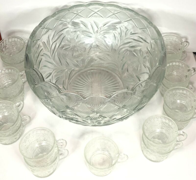 L. E. Smith Holiday Poinsettia, Daisy Diamonds Punch Bowl With 17 Cups Vintage