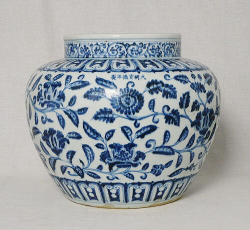 Chinese  Blue and White  Porcelain  Pot   With  Mark      M2646