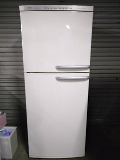 Bosch fridge and freezer on top. White color.Good condition