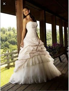 cbb28734bd4 Allure Wedding Dress Style 123 plus size