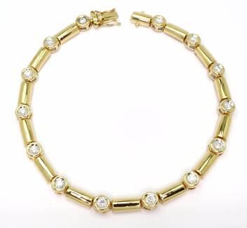 18ct Yellow Gold Fourteen Diamond 0.77ct Bracelet - 18.7cm