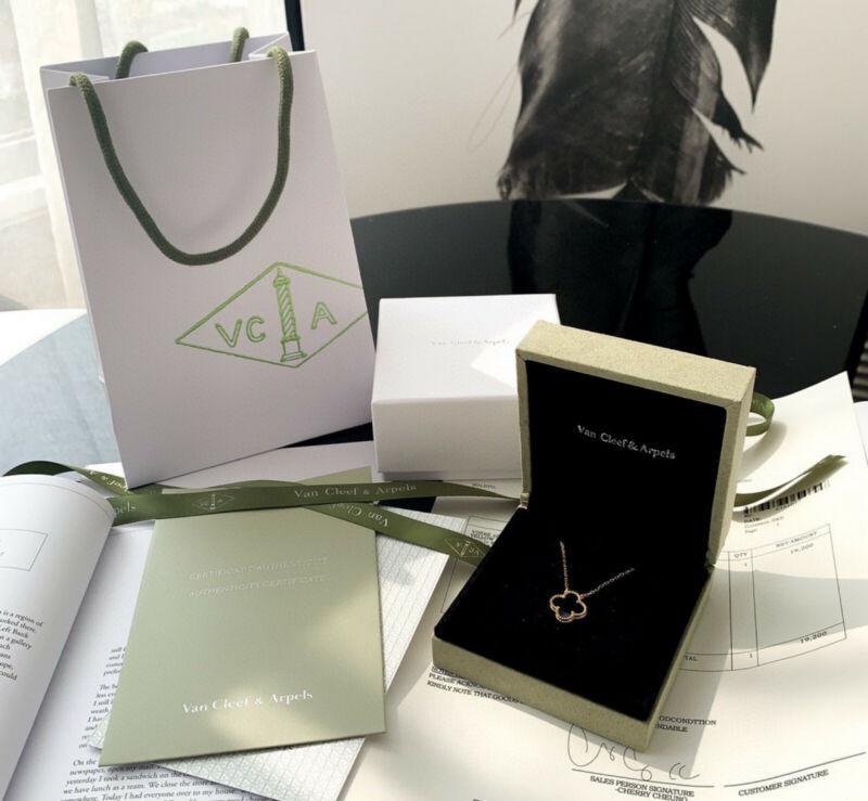 Van Cleef & Arpels Alhambra 18K Gold Necklace Black Onyx Four Leaf Necklace