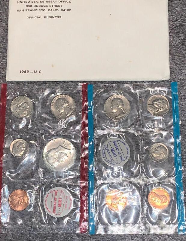 1969 U.S. MINT SET...10 COINS...UNCIRCULATED...40% SILVER HALF DOLLAR...OGP
