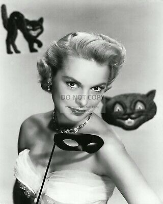 Janet Leigh Halloween (ACTRESS JANET LEIGH - 8X10 HALLOWEEN PUBLICITY PHOTO)