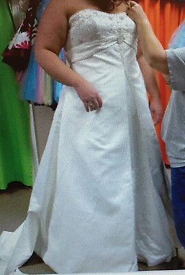 Maggie Sottero Plus Size Wedding Dress: Free Shipping! Must go item!  (Used Wedding Items)
