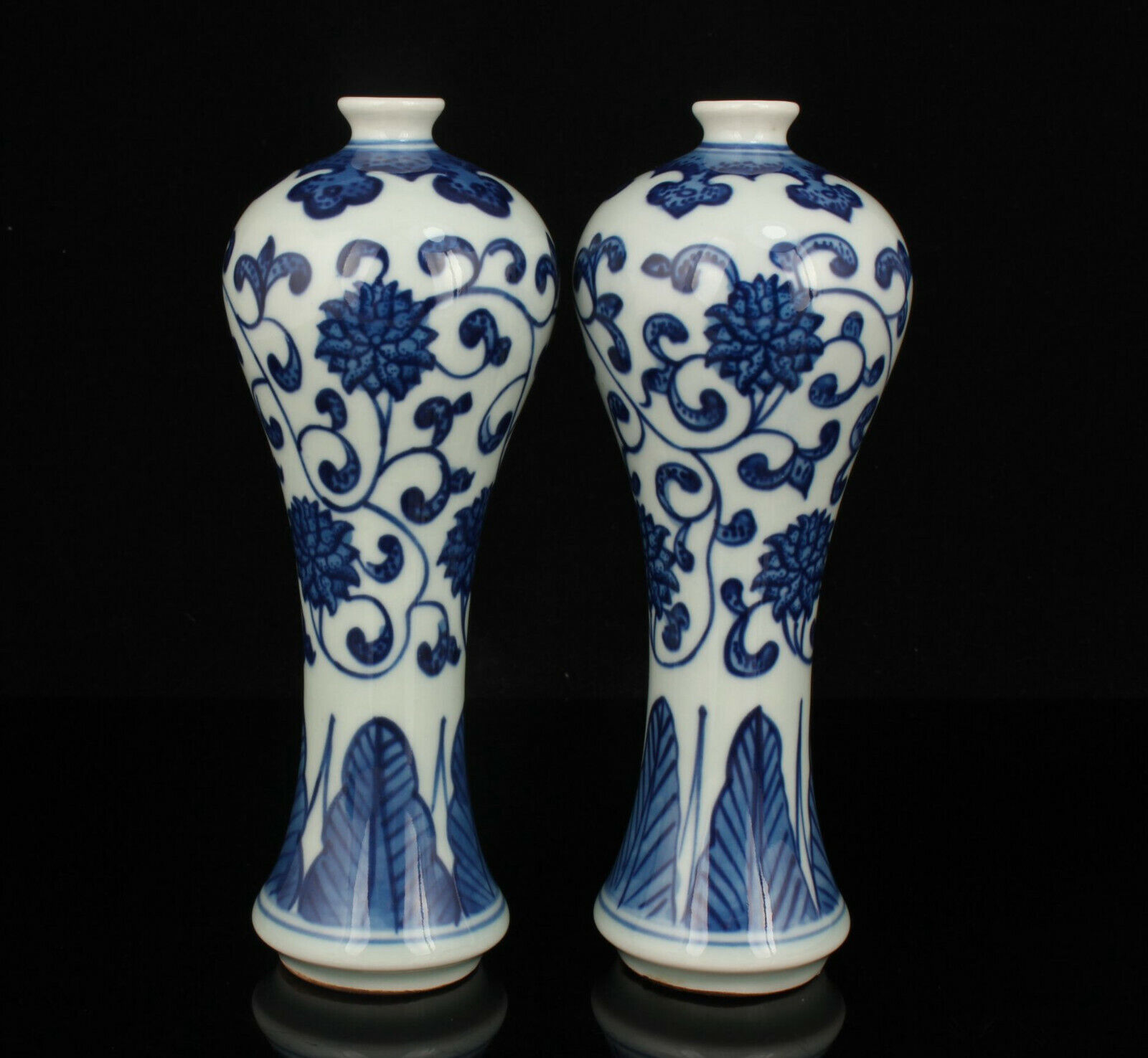 Ancient China Blue and white Hand Painted porcelain vase