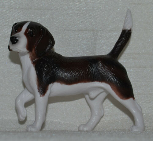 Breyer~2011-14~Classic Pet Sitter Dog~Beagle~Dark Brown & White~Companion Animal