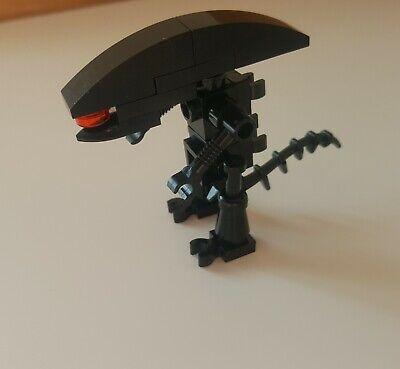 Custom Lego Alien Xenomorph mini figure with clamshell display box