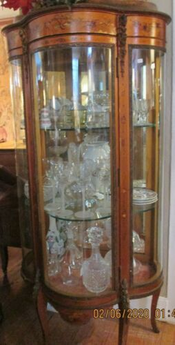 ANTIQUE FRENCH CURIO CABINET HAND PAINTED ORMALUS CONVEX GLASS