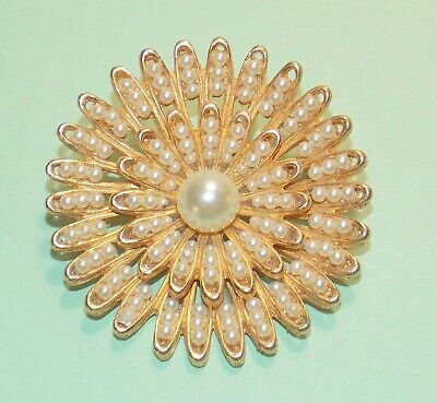 Vintage White Faux Pearl Round Layered Starburst Design Gold Tone Brooch covid 19 (Pearl White Gold Brooch coronavirus)