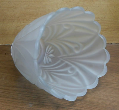 (J.W.1004? SCALLOPED LAMP SHADE 5-1/2