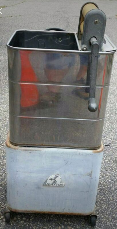 VINTAGE MONITOR PORTABLE OLD ELECTRIC WASHING MACHINE WITH HAND WRINGER