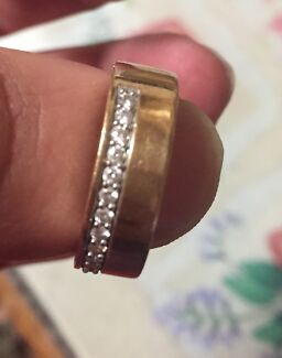 9 carrat 9.26 grams 14 small diamonds