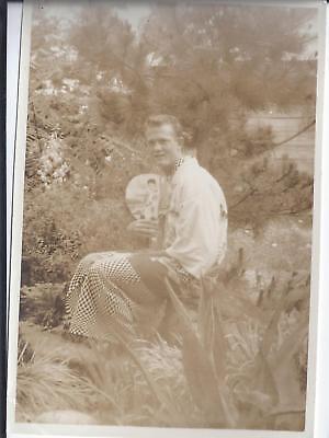 1950s SNAPSHOT PHOTO CAUCASIAN MAN WEARING ASIAN FASHION 2