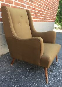 Mid- Century Lounge Chair