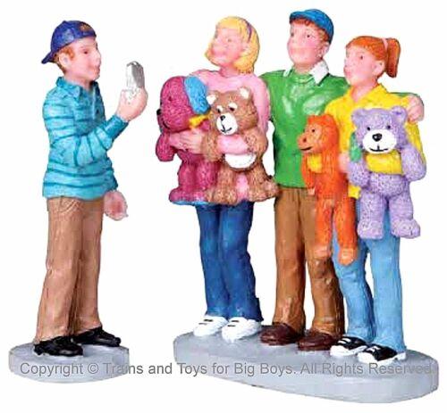 Lemax 02809 TEENAGE MEMORIES Figurine Retired Carnival Christmas Village O G I