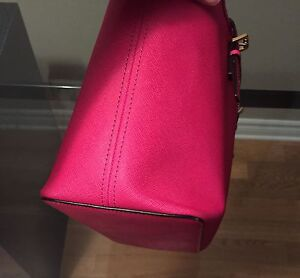 MICHAEL KORS Fuchsia JET SET TRAVEL SAFFIANO SMALL West Island Greater Montréal image 6