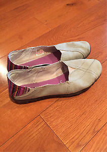 Cushie shoes size 8
