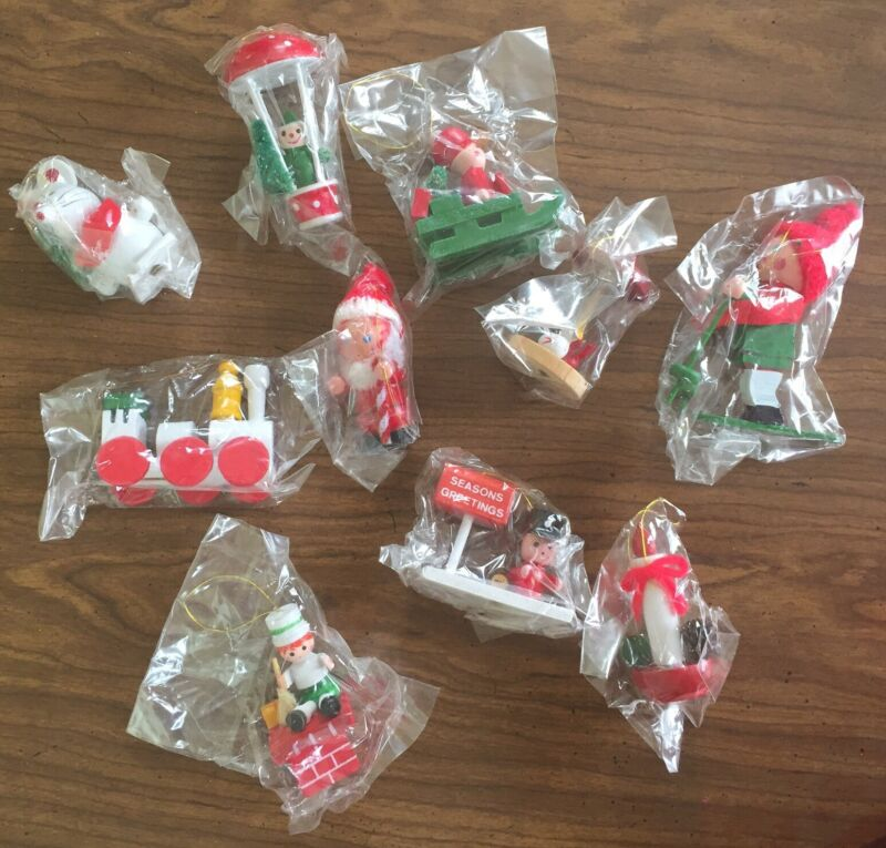 10 VTG Wooden Christmas 🎄 Ornaments Taiwan Santa Train Bottle Brush Skier, Wood