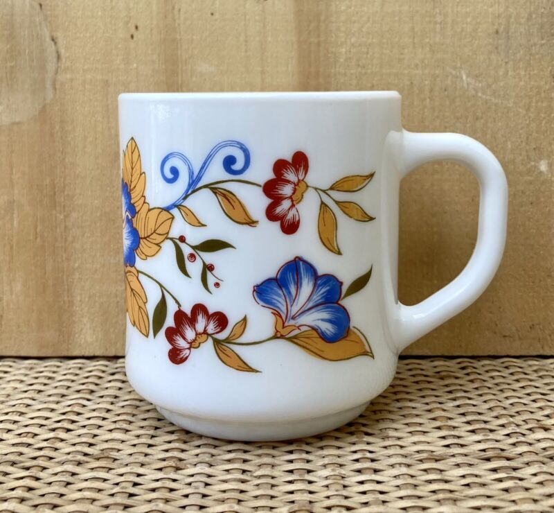 Vintage ARCOPAL France MILK Glass MUG With Flower Pattern. Excellent!!