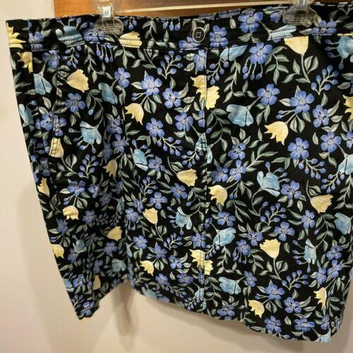 Karen Scott Size 16W Navy Blue with Multicolor Flowered Skort with Pockets