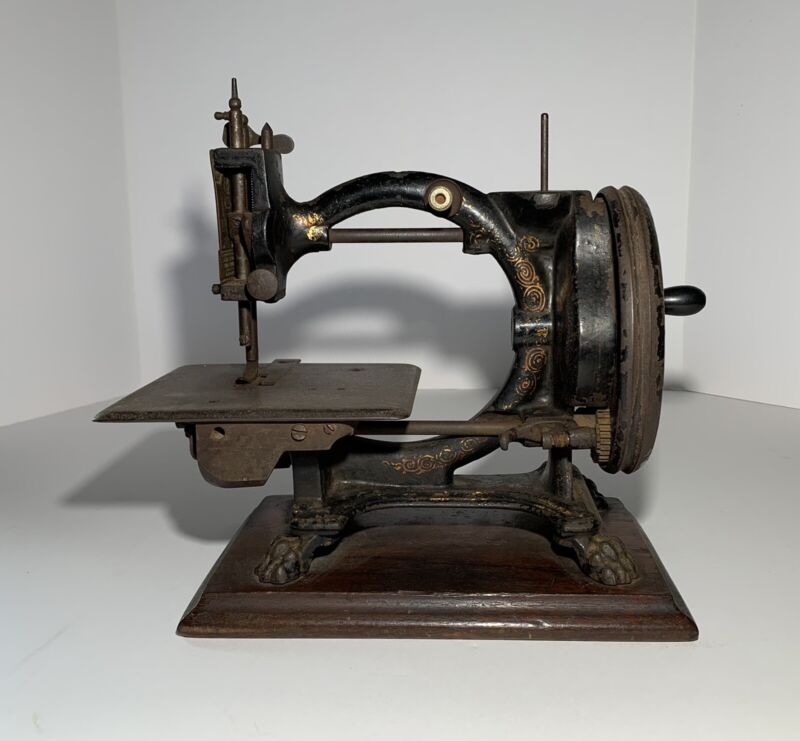 Antique SHAKESPEARE ROYAL SEWING MACHINE 19th Century