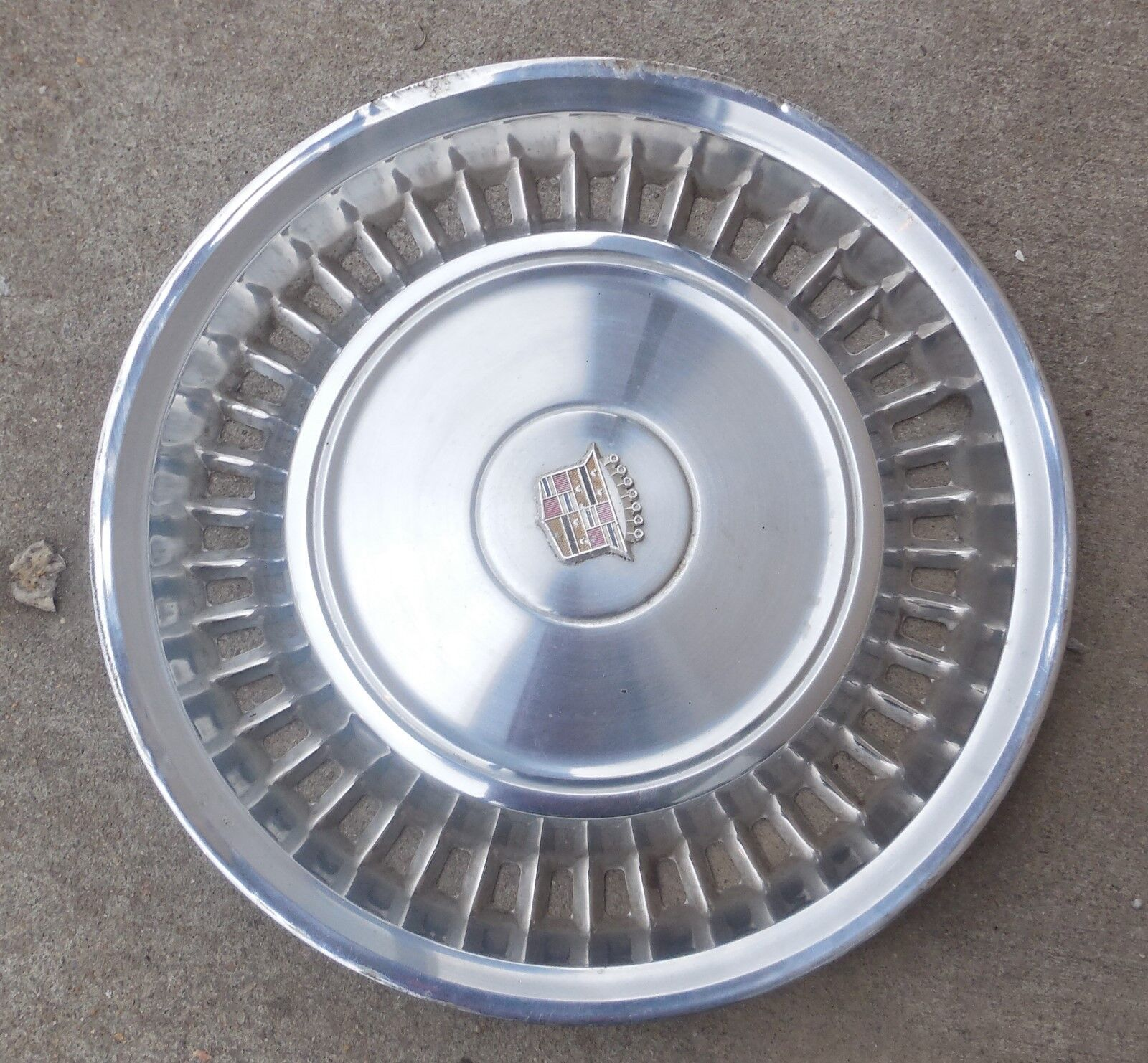 "15"" 1971 72 Cadillac Hubcap Wheel Cover 3515332"