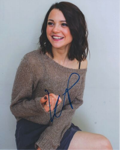 Kathryn Prescott Dog's Journey Autographed Signed 8x10 Photo COA 2019-1