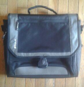 Targus like new padded  nylon laptop /messenger/bookbag