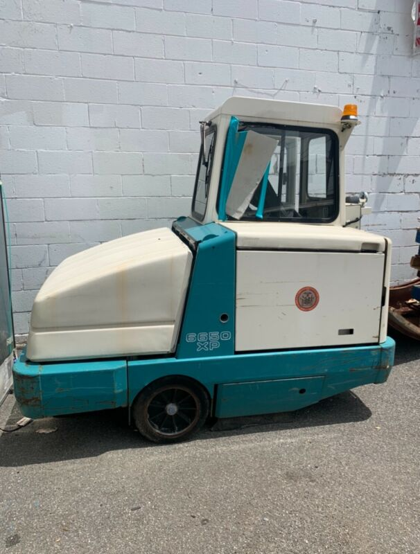 TENNANT SWEEPER 6650 parking lot