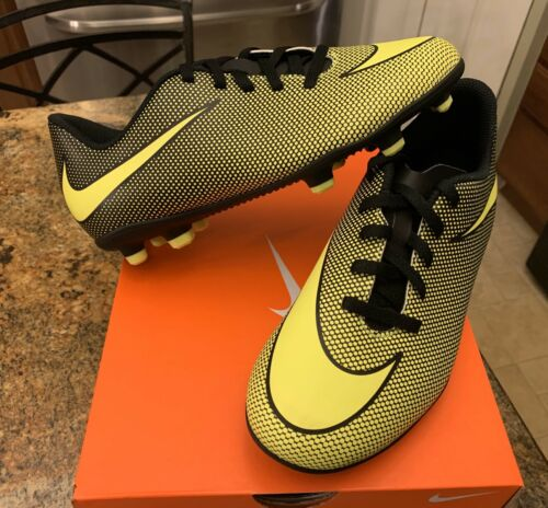 NEW NIKE KIDS YOUTH OUTDOOR SOCCER CLEATS SHOES SIZE 5Y