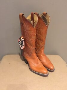 Brand New ladies Justin boots (6.5-7)