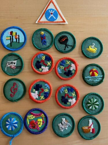 Girl Scouts Vintage Mixed Lot of 17 Merit Badges / Patches Set