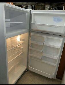 Warranty L520 big size Kelvinator Fridge Freezer good working cond